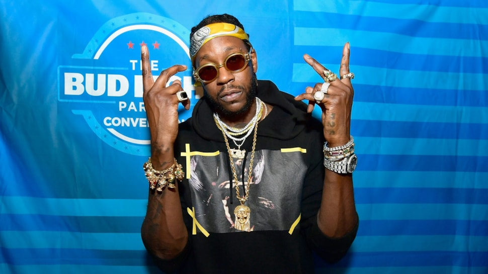 2 Chainz Does Good in the Hood