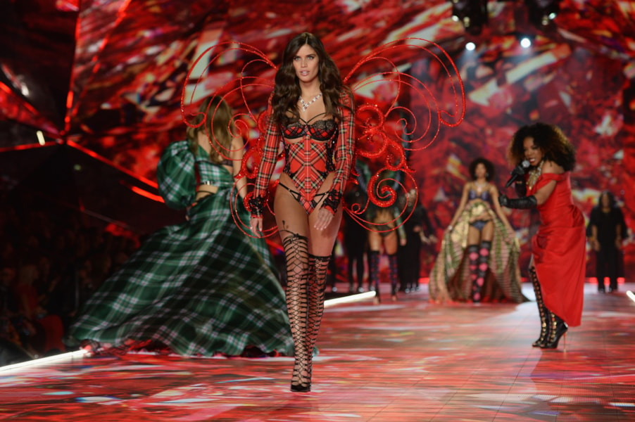 NEW YORK, NEW YORK - NOVEMBER 08: Sara Sampaio walks the runway during the 2018 Victoria's Secret Fashion Show at Pier 94 on November 08, 2018 in New York City. (Photo by Noam Galai/Getty Images)