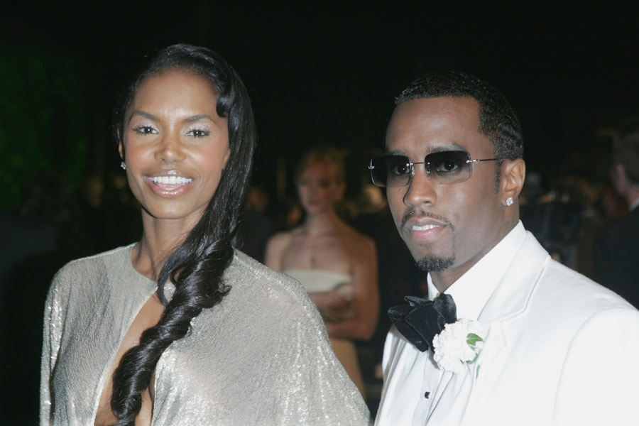 """WEST HOLLYWOOD, CA - FEBRUARY 27:  Actress Kim Porter and Sean """"Puffy"""" Combs arrive at the Vanity Fair Oscar Party at Mortons on February 27, 2005 in West Hollywood, California.  (Photo by Frazer Harrison/Getty Images)"""