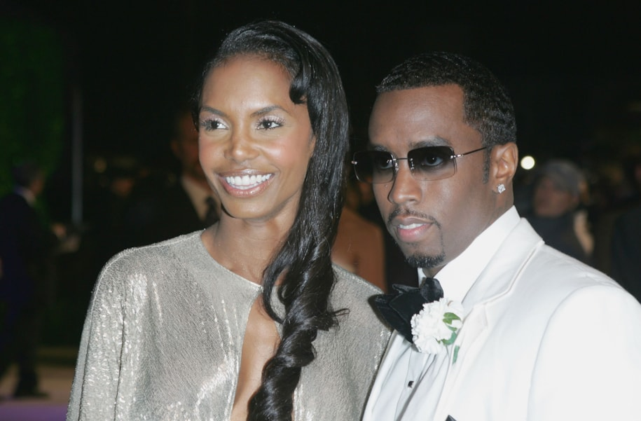 """WEST HOLLYWOOD, CA - FEBRUARY 27:  Actress Kim Porter and mogul Sean """"Puffy"""" Combs arrive at the Vanity Fair Oscar Party at Mortons on February 27, 2005 in West Hollywood, California.  (Photo by Frazer Harrison/Getty Images)"""