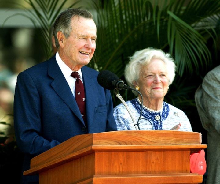 COLLEGE STATION, TX - APRIL 21:  Former U.S. President  George H.W. Bush and former first lady Barbara Bush attend a portrait unveiling at the George Bush Library April 21, 2003 in College Station, Texas. A portrait of the father/son presidents went on display.  (Photo by Joe Mitchell/Getty Images)