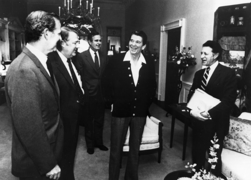 April 1981:  American statesman Ronald Reagan, 40th president of the United States, at a cabinet meeting in the family quarters of the White House, Washington DC.   From left to right: James Baker, Edwin Meese, Vice-President George Bush, Reagan and Caspar Weinberger, secretary of defence.  (Photo by Keystone/Getty Images)