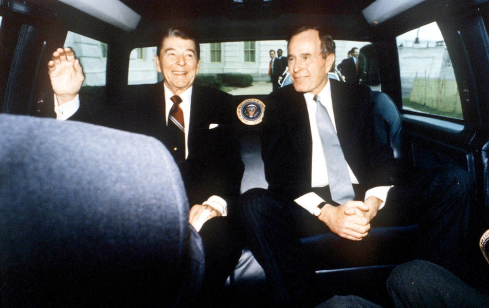 F354390 074: President Ronald Reagan And Vice President George Bush On Reagan's Last Day As President, Washington, Dc, January 20, 1989.  (Photo By The White House/Getty Images)