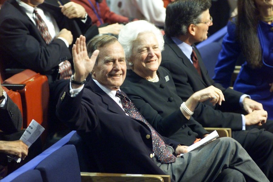 374754 13: ,George and Barbara Bush wave to wellwishers during the first day of the Republican National Convention, July 31, 2000 in Philadelphia. (Photo by Mark Wilson/Newsmakers)
