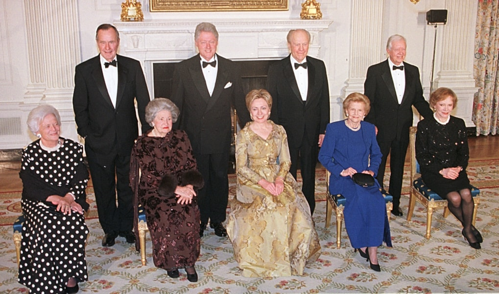 381654 01: President Clinton poses with former Presidents George Bush, Gerald Ford and Jimmy Carter and first ladies, past and present, Barbara Bush, Lady Bird Johnson, Hillary Rodham Clinton, Betty Ford and Rosalynn Carter (L-R) in the State Dining Room of the White House, November 9, 2000. Clinton and the former presidents are celebrating the 200th anniversary of the White House. (Photo by Michael Smith/Newsmakers)