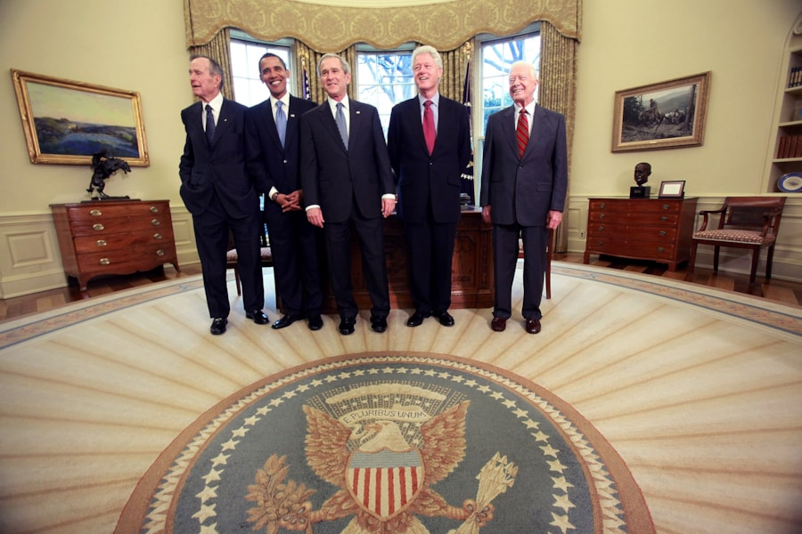 WASHINGTON - JANUARY 07:  U.S. President George W. Bush (C) meets with President-elect Barack Obama (2nd-L), former President Bill Clinton (2nd-R), former President Jimmy Carter (R) and former President George H.W. Bush (L) in the Oval Office January 7, 2009 in Washington, DC. On January 20, 2009 Barack Obama will be sworn in as the nationss 44th president.  (Photo by Mark Wilson/Getty Images)