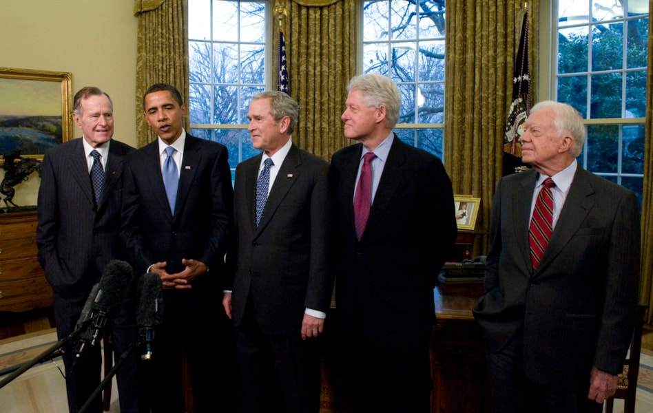 WASHINGTON - JANUARY 07: (AFP OUT) U.S. President George W. Bush (C) meets with President-elect Barack Obama (2nd-L), former President Bill Clinton (2nd-R), former President Jimmy Carter (R) and former President George H.W. Bush (L) in the Oval Office January 7, 2009 in Washington, DC. On January 20, 2009 Barack Obama will be sworn in as the nationss 44th president.  (Photo by Ron Sachs-Pool/Getty Images)