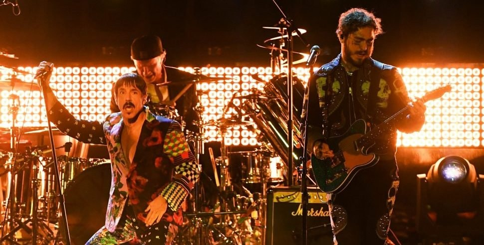 LOS ANGELES, CA - FEBRUARY 10:  (L-R) Anthony Kiedis, and Chad Smith of Red Hot Chili Peppers and Post Malone perform onstage during the 61st Annual GRAMMY Awards at Staples Center on February 10, 2019 in Los Angeles, California.  (Photo by Kevin Winter/Getty Images for The Recording Academy)