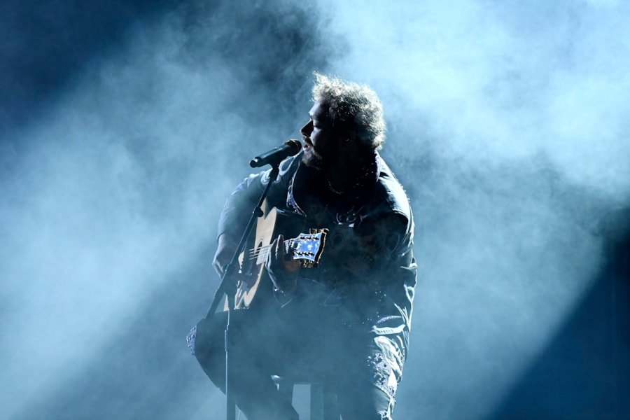 LOS ANGELES, CALIFORNIA - FEBRUARY 10: Post Malone performs onstage during the 61st Annual GRAMMY Awards at Staples Center on February 10, 2019 in Los Angeles, California. (Photo by Kevork Djansezian/Getty Images)