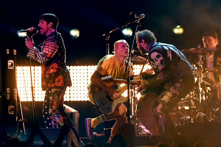 LOS ANGELES, CALIFORNIA - FEBRUARY 10: (L-R) Anthony Kiedis and Flea of Red Hot Chili Peppers perform with Post Malone onstage during the 61st Annual GRAMMY Awards at Staples Center on February 10, 2019 in Los Angeles, California. (Photo by Kevork Djansezian/Getty Images)