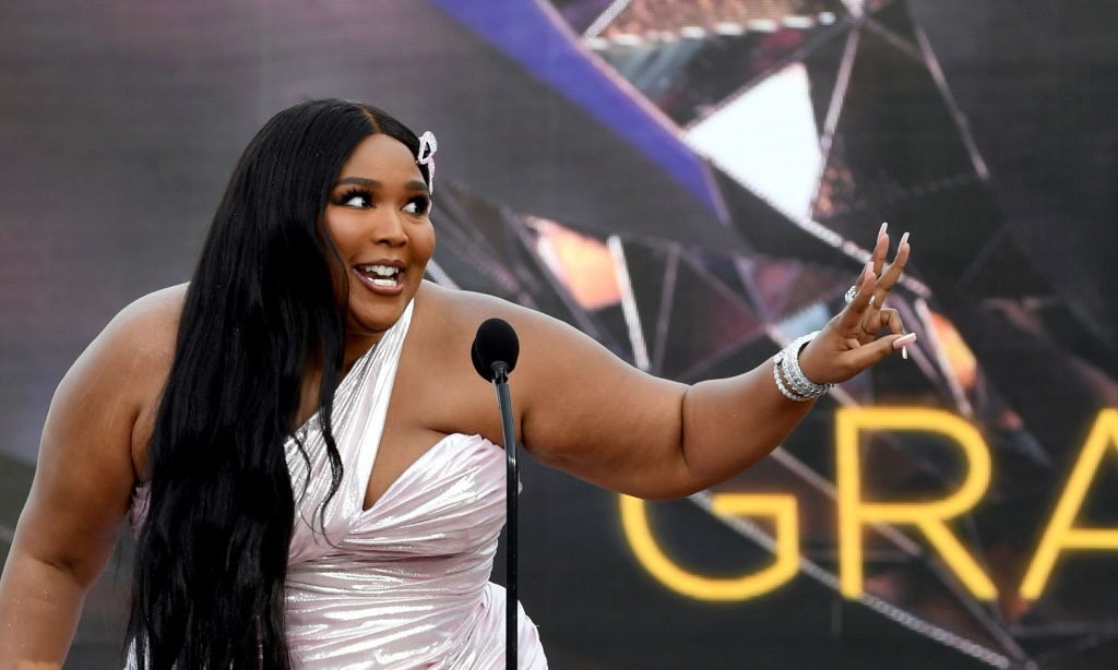 Lizzo Posts An Unedited Naked Selfie, To Show How I Do It